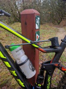 Sådan låser man IKKE cyklen fast.