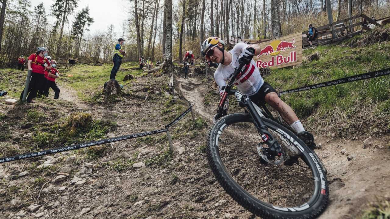 Simon Andreassen viser sporet i Nove Mesto na Morave