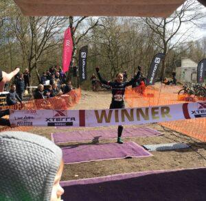 mountainbikerytter vinder duathlon